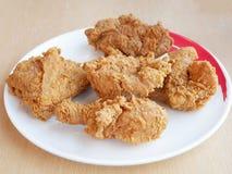 Pollo fritto su bianco Immagini Stock