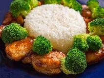 Pollo general de la TSO con bróculi Fotos de archivo