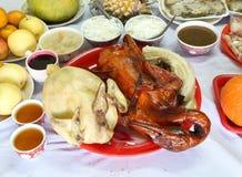 Pollo hervido y comida guisada del pato y diversa para nuevo chino Foto de archivo libre de regalías
