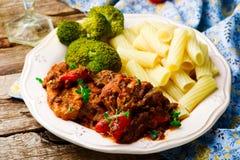 Pollo lento del Mediterráneo-estilo de la cocina Imagen de archivo