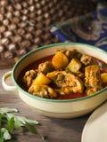 Pollo tradicional del curry con la patata foto de archivo