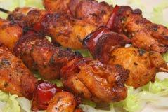 Pollo y chorizo Kebabs Foto de archivo libre de regalías