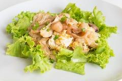 Pollo y huevo frescos sofritos del wigh de los tallarines de la arroz-harina Fotos de archivo libres de regalías