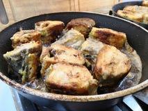 Pollock de la carne asada en un sartén en casa Comida hecha en casa sabrosa simple imagen de archivo