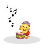 Polluelo que juega el tambor Foto de archivo