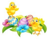 Polluelos de la historieta y huevos de Pascua Fotos de archivo