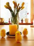 Polluelos de Pascua en Molde imagen de archivo