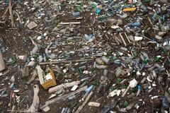 Pollution écologique des corps de l'eau image stock