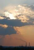 Pollution atmosphérique avec de la fumée Image stock