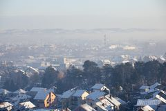Pollution atmosphérique d'Airpolution en hiver, Valjevo, Serbie Photo stock