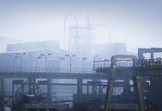 Pollution atmosphérique d'une usine Photographie stock libre de droits