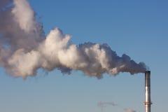 Pollution atmosphérique d'un ensemble industriel Image libre de droits