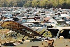 Pollution d'écologie - voitures d'occasion rouillées Image stock
