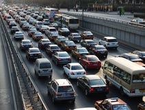Pollution de bourrage de circulation dense de Pékin et atmosphérique Photo stock