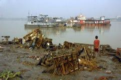 Pollution de fleuve de Ganga dans Kolkata. Image libre de droits
