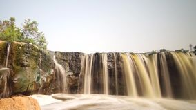 Pollution de l'eau en cascade Bekasi Indonésie de Parigi clips vidéos