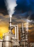 Pollution de raffinerie de pétrole Photos stock