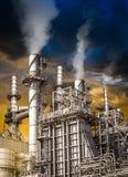 Pollution de raffinerie de pétrole Photo stock
