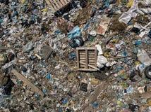 pollution environnementale écologique de photo de crise Photo aérienne de vue supérieure de bourdon de vol de grande pile de déch image stock