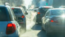 Free Pollution From The Exhaust Of Cars In The City In The Winter. Smoke Stock Photo - 169387840