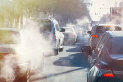 Free Pollution From The Exhaust Of Cars In The City In The Winter. Smoke Royalty Free Stock Photos - 169387858