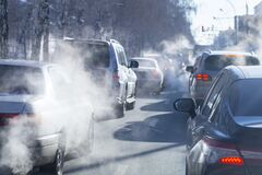 Free Pollution From The Exhaust Of Cars In The City In The Winter. Smoke Stock Photo - 169387860