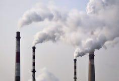 Pollution, fumée de cheminée Photo libre de droits