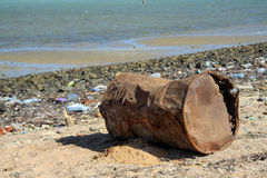 Pollution sur des plages d'Africanl Photo libre de droits