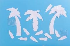 Pollutions et déchets sur la plage image stock