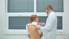 La dermatite di atopic a bimbi che trattare