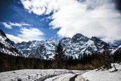 Polnische Berge Tatry zur Winterzeit Stockfotografie