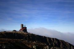 Polnische Berghütte Wawel in den Wolken Lizenzfreies Stockbild