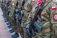 Polnische Soldaten auf Schutz der Zeremonie ist das Versprechen von ersten Klassen der Highschool Jan.s III Sobieski Lizenzfreie Stockfotografie
