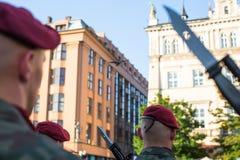 Polnische Soldaten auf Schutz der Zeremonie ist das Versprechen von ersten Klassen der Highschool Jan.s III Sobieski Stockbilder