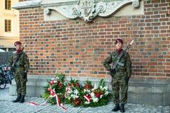 Polnische Soldaten auf Schutz der Zeremonie ist das Versprechen von ersten Klassen der Highschool Jan.s III Sobieski Stockbild
