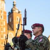 Polnische Soldaten auf Schutz der Zeremonie ist das Versprechen von ersten Klassen der Highschool Jan.s III Sobieski Stockfotos
