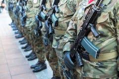 Polnische Soldaten auf Schutz der Zeremonie ist das Versprechen von ersten Klassen der Highschool Jan.s III Sobieski Stockfoto