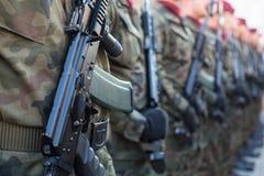 Polnische Soldaten auf Schutz der Zeremonie ist das Versprechen von ersten Klassen der Highschool Jan.s III Sobieski Lizenzfreie Stockfotos