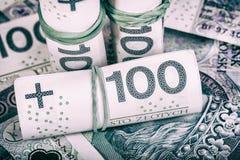 Polnische Währung PLN, Geld Archivieren Sie Rolle von Banknoten von 100 PLN u. von x28; P Stockbild