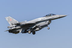Polnischer F-16C kämpfender Falke Lizenzfreie Stockfotos