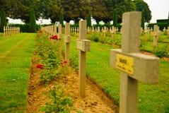 Polnischer Kriegkirchhof - viele Kreuze in Normandie Stockfotos