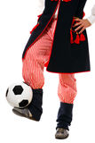 Polnischer Mann in einer traditionellen Ausstattung mit Fußball Stockbilder