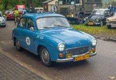 Polnisches Auto fahrendes Syrena 104 des Klassikers lizenzfreies stockbild