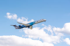 Polnisches Flugzeug Fluglinien-Canadairs CRJ-900 Stockfotos