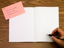 Polnisches; Lernen von neuen Sprachschreibens-Wörtern auf dem Notizbuch Lizenzfreie Stockfotos