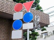 Polo da segurança de muitos sinais de estrada na estrada transversaa Foto de Stock Royalty Free