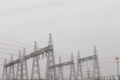 polo de la electricidad por la tarde foto de archivo