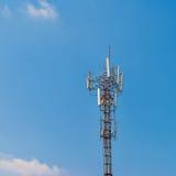 Polo de la torre de las telecomunicaciones Fotografía de archivo libre de regalías