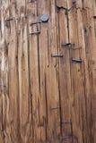 Polo de madera con el fondo de las grapas Fotografía de archivo