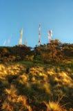 Polo del transmisor en la parte superior de la montaña de Bromo imágenes de archivo libres de regalías